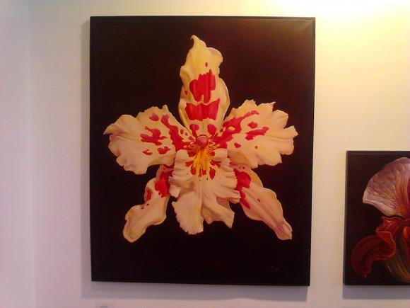 """Γιάννης Νομικός. Γεννήθηκε στην Αθήνα το 1949.  Μετέβη για σπουδές ζωγραφικής στη Νέα Υόρκη το 1974, όπου και φοίτησε στη Σχολή Art Students' League μέχρι το 1981, ειδικευόμενος στο σχέδιο, στην προοπτική, στο χρώμα, στην ανατομία, με διάφορα υλικά, όπως πηλό, κάρβουνο, κεραμική, ακρυλικά, λάδι σε καμβά και τοιχογραφία.  Από το 1975 εκθέτει στην γκαλερί LESLIE – LOHMAN της Νέας Υόρκης, ενώ από το 1982 μεταβαίνει στη Σουηδία και κατόπιν στην Φιλανδία, μετά από πρόσκληση του ζωγράφου και γλύπτη Henry Alert, εκθέτοντας στην γκαλερί URBAN του Ελσίνκι.  Το 1984 επέστρεψε στη Νέα Υόρκη και εργάστηκε, ταξιδεύοντας παράλληλα και εκθέτοντας στην γκαλερί Medusa της Ρώμης, στο Βερολίνο και στο Παρίσι. Αποφάσισε να επαναπατριστεί στην Ελλάδα το 2000. Έκτοτε παρουσιάζει έργα του σε ατομικές και ομαδικές εκθέσεις στην Ελλάδα και στο εξωτερικό, τον Νοέμβριο του 2011 παρουσίασε την έκτη ατομική του έκθεση στην γκαλερί ART ZONE 42 με τίτλο """"Temperate Zone""""."""