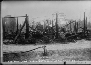 Το καμένο τεϊοποτείο των Βασιλικών Κήπων. Φεβρουάριος 1913.